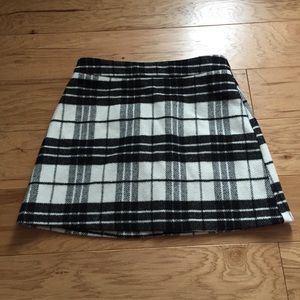 LIKE NEW black and white plaid wool skirt